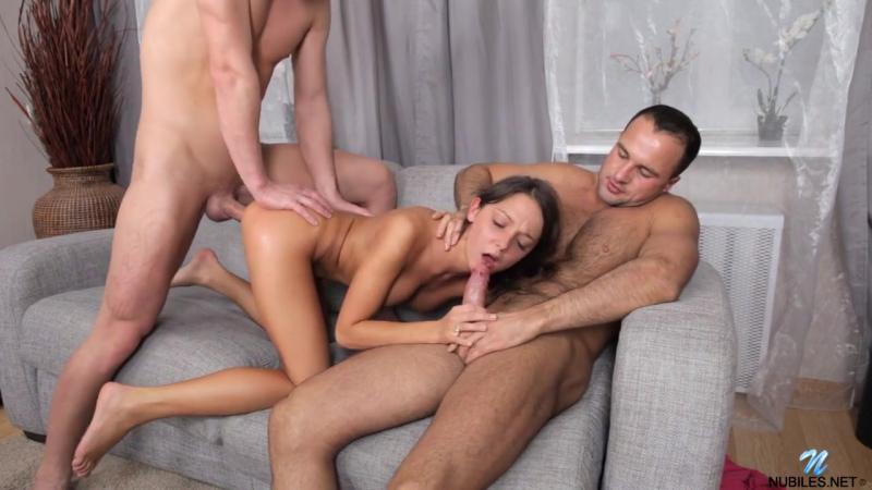 Foxy Di ( Foxi Di) занимается групповым сексом, МЖМ, Casting, Amateur, Teen,