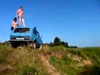Неудачный прыжок в воду с машины (прикол 2015)