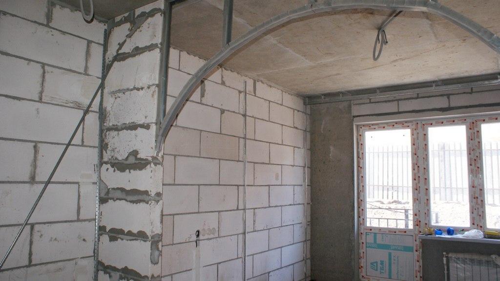 Проект 2 для квартиры-студии 28 м с аркой между кухней и спальней от застройщика микрорайона Левобережный в Туле.