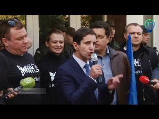 Киев : Автомайдан с криком Аваков тыух@ел ака уху ел устроили перфоманс под МВД для отставки министра и Пшонки. 10.09.2015.