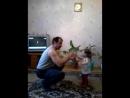 Алиса танцует с дедушкой (1г.5 мес.)