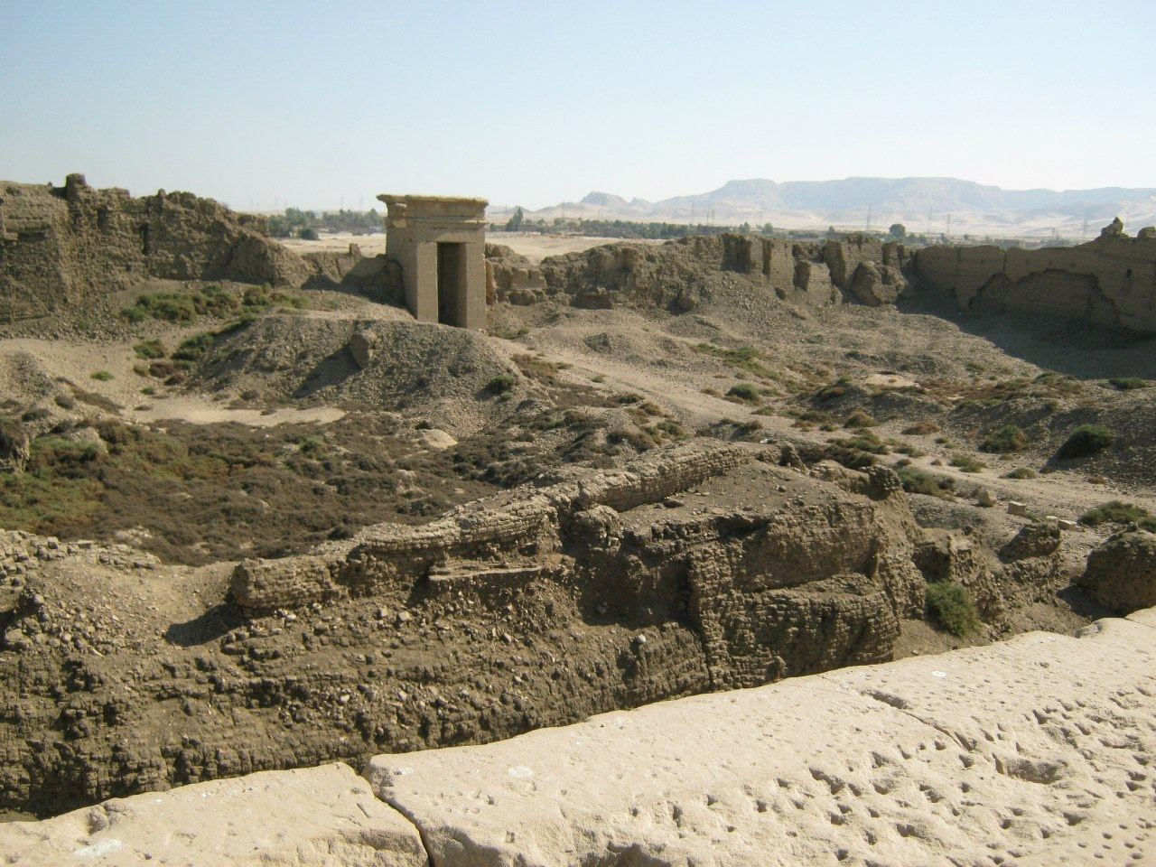 Вид с крыши храма Дендера