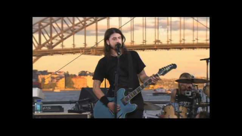 Foo Fighters - Up In ArmsBig Me (live)
