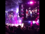 Дженн и Эми на концерте Билли Джоэла