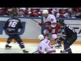 Яласваара проверяет шнурки у спартаковцев / Jalasvaara almost jumps to Spartak bench