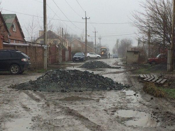 В погоне за экономией Таганрог не перестает удивлять нанотехнлогиями при ремонте дорог. ВИДЕО