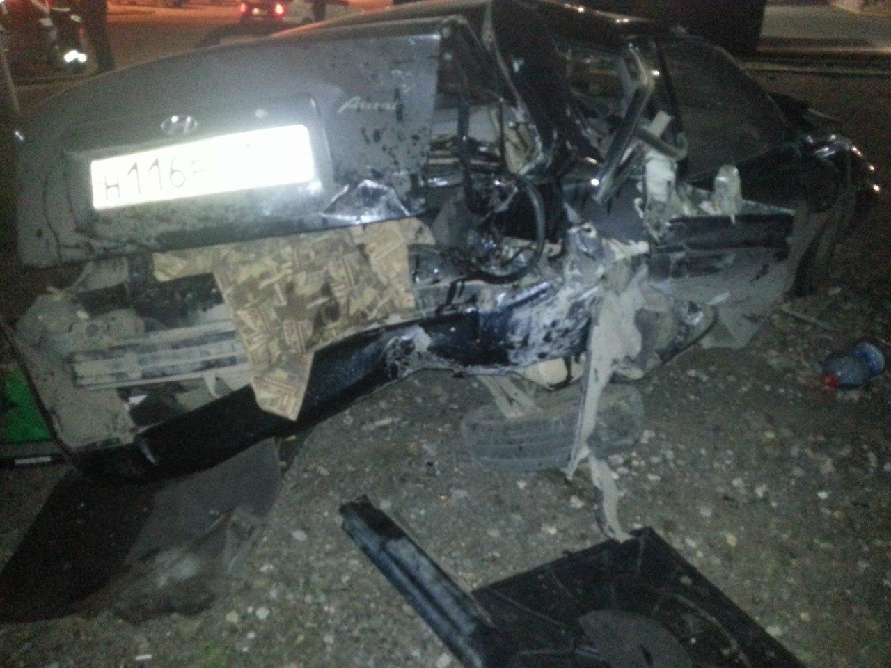 В Таганроге произошло серьезное ДТП: На Бакинской Mercedes протаранил Hyundai Accent