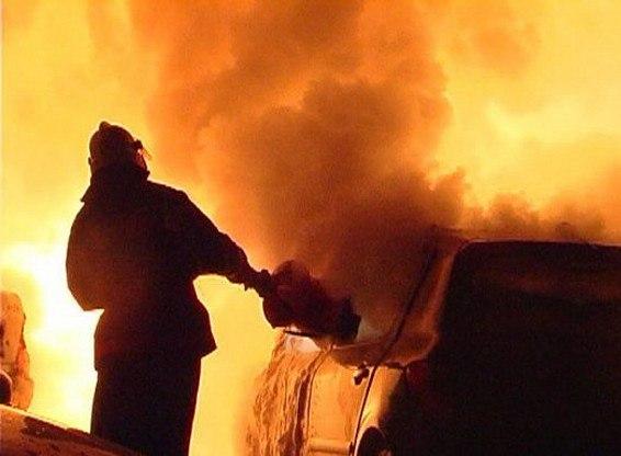 Вчера ночью в Таганроге горел автомобиль «ГАЗ»