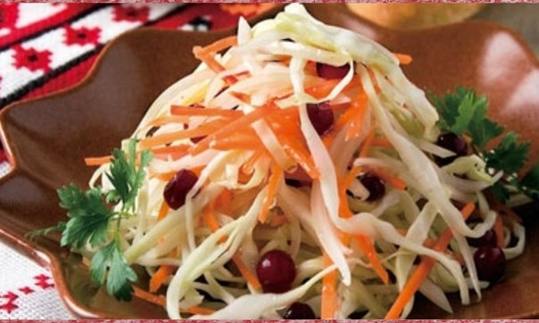 Возьмите подходящих размеров салатник или небольшую кастрюльку.