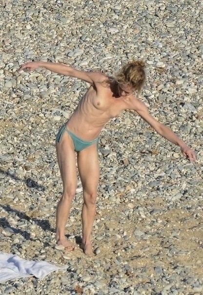 Ванесса  Паради голая, топлесс на пляже, загорать без лифчика,