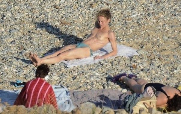 пляж девушки грудь, грудь пляж фото, голая грудь на пляже,