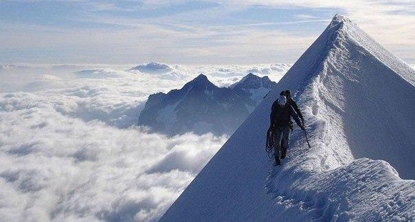 Эйгер в Швейцарии пользуется дурной славой из-за своей неприступной северной стены с перепадом высот 1650 м. Только на этом склоне погибло 64 человека. Первое восхождение на Эйгер было совершено в 1858 году.