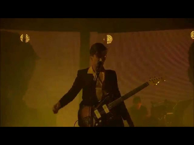 Arctic Monkeys - Old Yellow Bricks - Live @ iTunes Festival 2013 - HD
