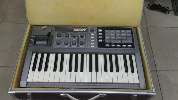Синтезатор - 2000 руб.