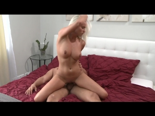 Нежный минет и страстный секс на кровати с милой блондинкой фото 117-284