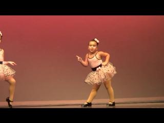Ошеломляющий танец маленькой девочки под песню Aretha Franklin