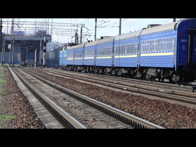 Электровоз ЧС7-293 со скорым поездом