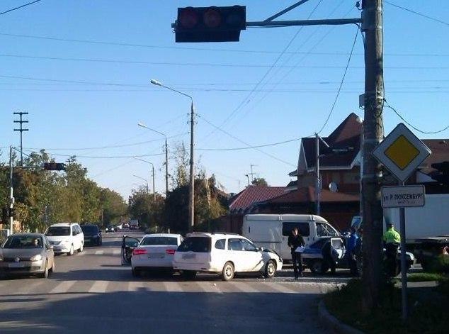В Таганроге 19-летний водитель спровоцировал тройное ДТП, есть пострадавшие