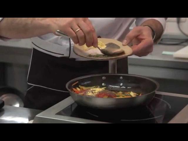 Здоровая кухня панир в водорослях нори и нутовом кляре с жульеном из овощей