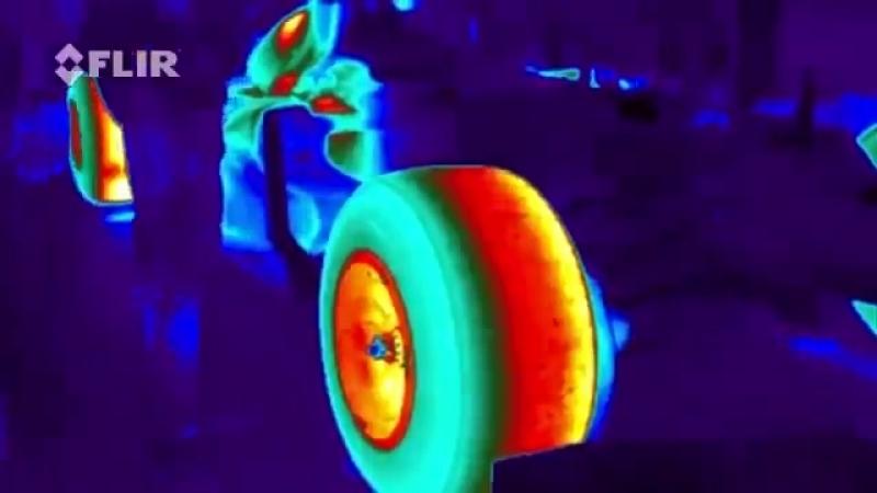 Дріфт боліда «Формулы-1» в інфра червоному спектрі