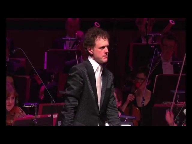 Funny! Orchestra plays Microsoft Windows™ - the waltz