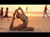 Yoga en una playa en la India