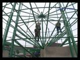 Начались работы по монтажу праздничной елки в Крымске.