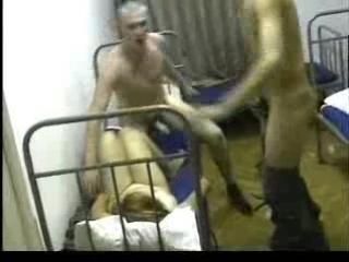 rus-porno-ne-dozhdalas-iz-armii-blondinka-s-hudenkimi-nozhkami-anal