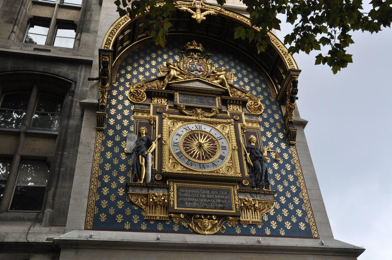 часы на стене Консьержери
