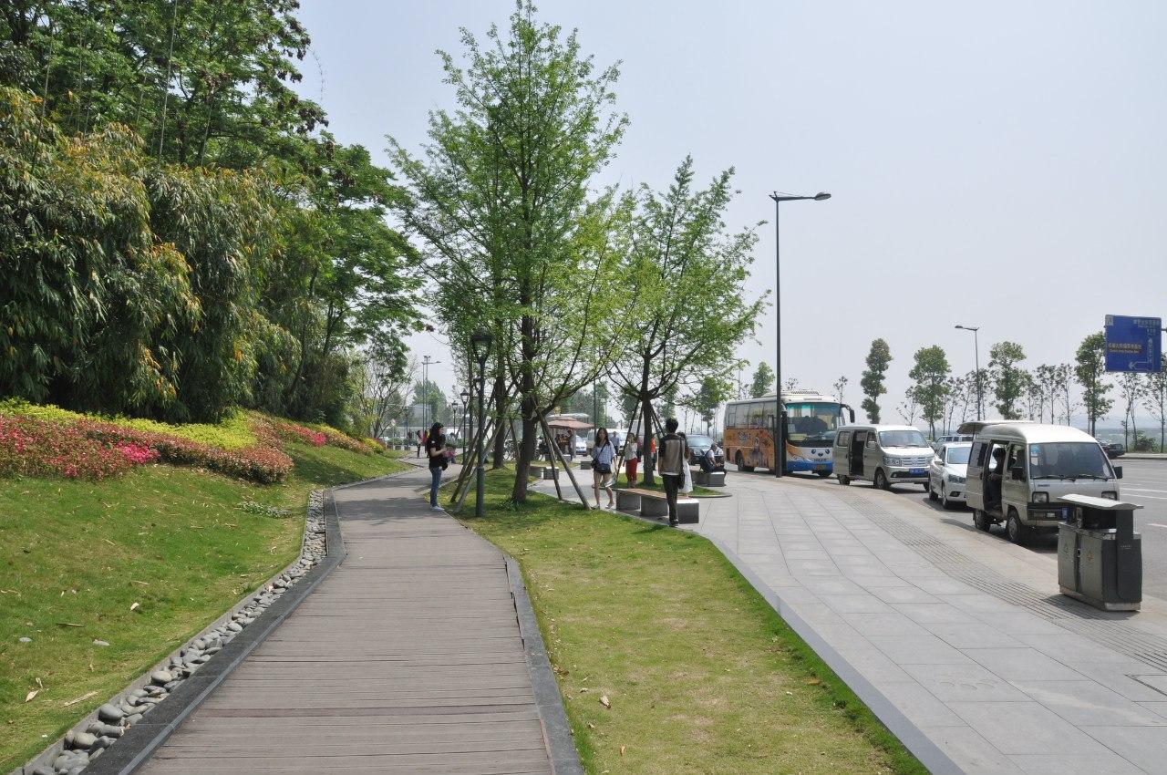 Дорога от остановки до парка