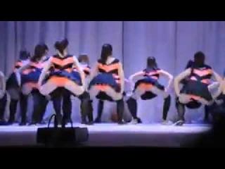 Оренбургские школьницы показали фривольный танец на концерте для родителей