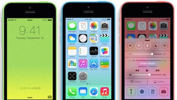 """Apple прекратит производство """"дешевого"""" смартфона iPhone 5c."""