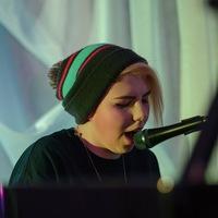 Настя Кушнарова в Vinyllasky