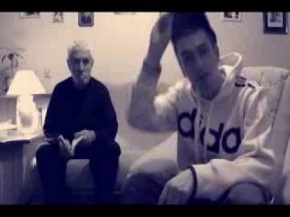 Отец и сын читают рэп