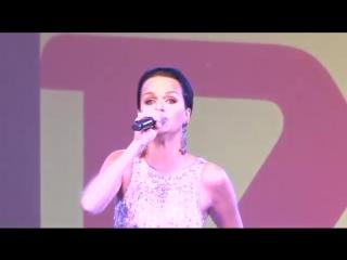 Певица Слава выступает в Городском парке — Саратов