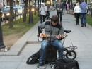 Питер.Невский проспект.Вечер.Уличный музыкант.