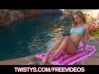 Busty bikini glad blonde rubs her pussy by the pool