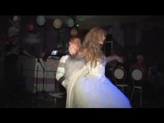 Невеста танцует стриптиз и обнажаеться на свадьбе