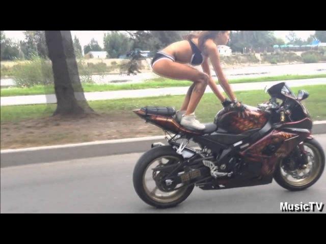 Девушка на мотоцикле это божественно