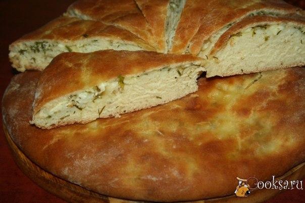 Пироги с тремя видами сыра, чесноком и зеленью Очень вкусные, ароматные, нежные пироги с сыром и зеленью.