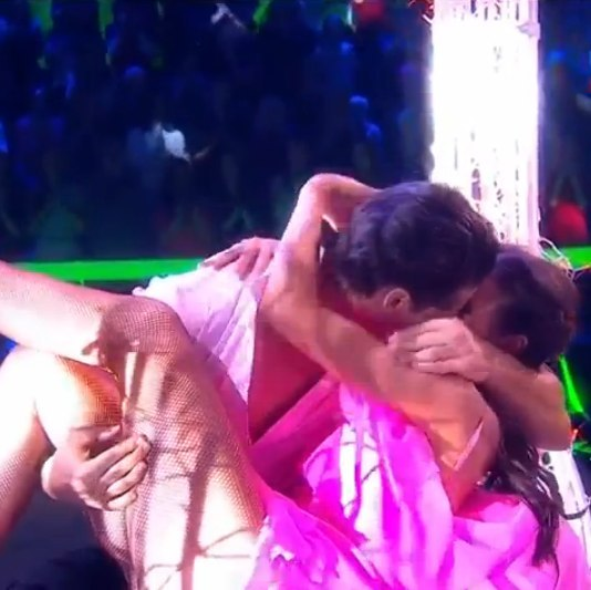 Танцы со звездами. Россия-1 - Страница 9 YllMw1QuwC4