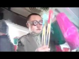 Прикольный мужик продаёт очки и чётки в автобусе