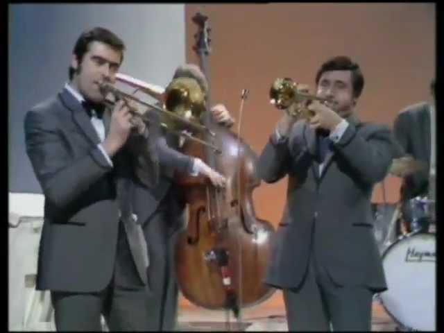 KENNY BALL HIS JAZZMEN - Midnight In Moscow ( Подмосковные Вечера ) 1962 г