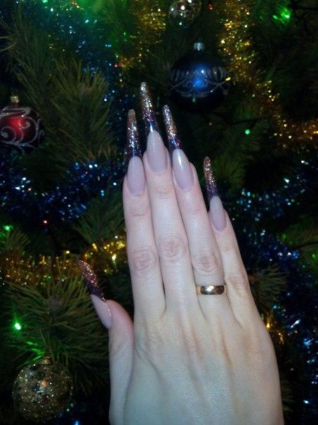 Такие ногти я сделала себе к Новому году.