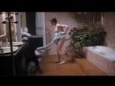 Собака раздела женщину наголо - сцена из ретро фильма Не связана с зоофилией