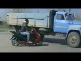Скутер на дороге Аварии ДТП подборка МАЙ 2014