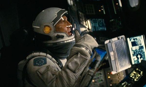 Сюжет фильма основывается на теории физика Кипа Торна