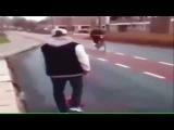 La mejor manera de hacer caer un tio con la bicicleta