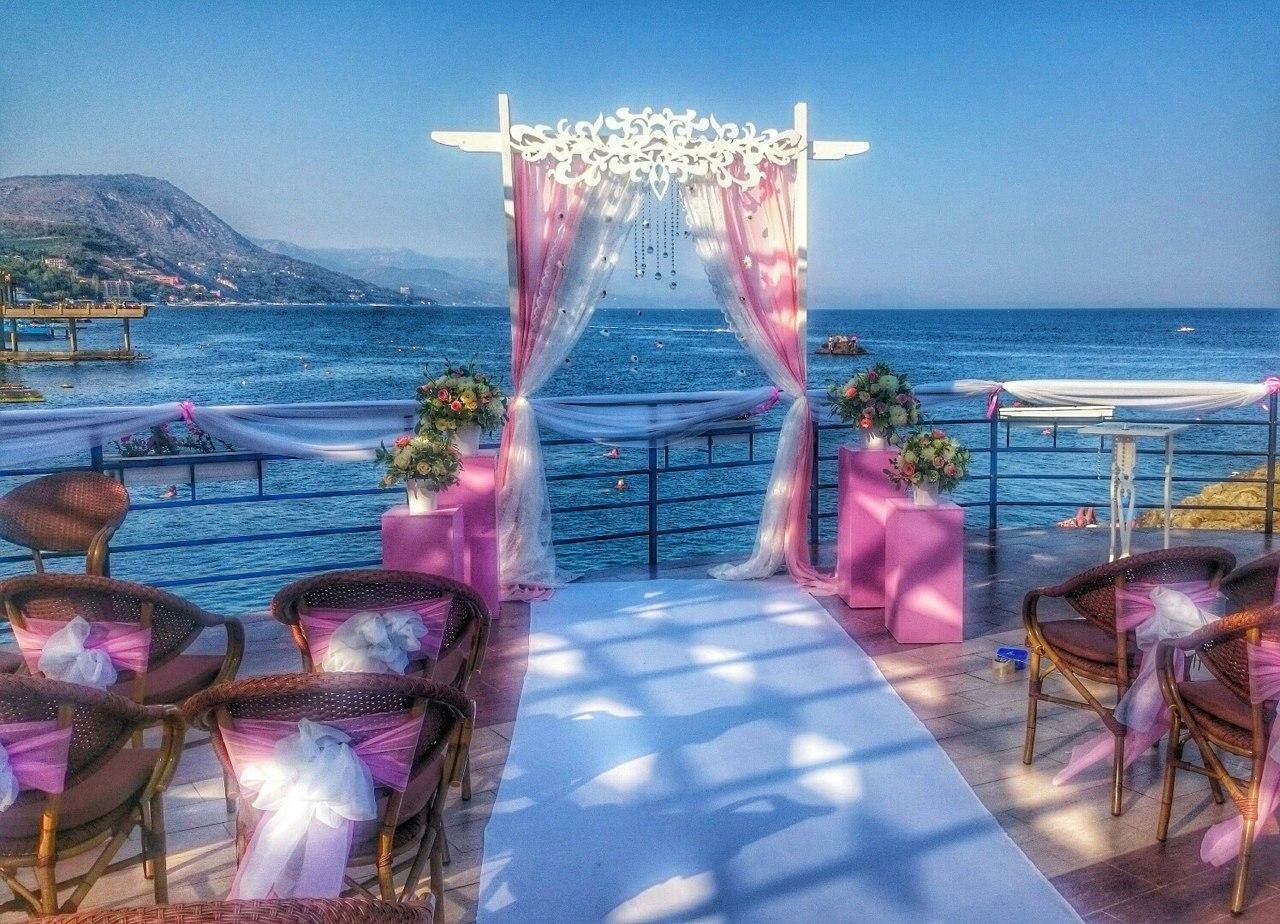 Свадьба в Крыму на берегу моря