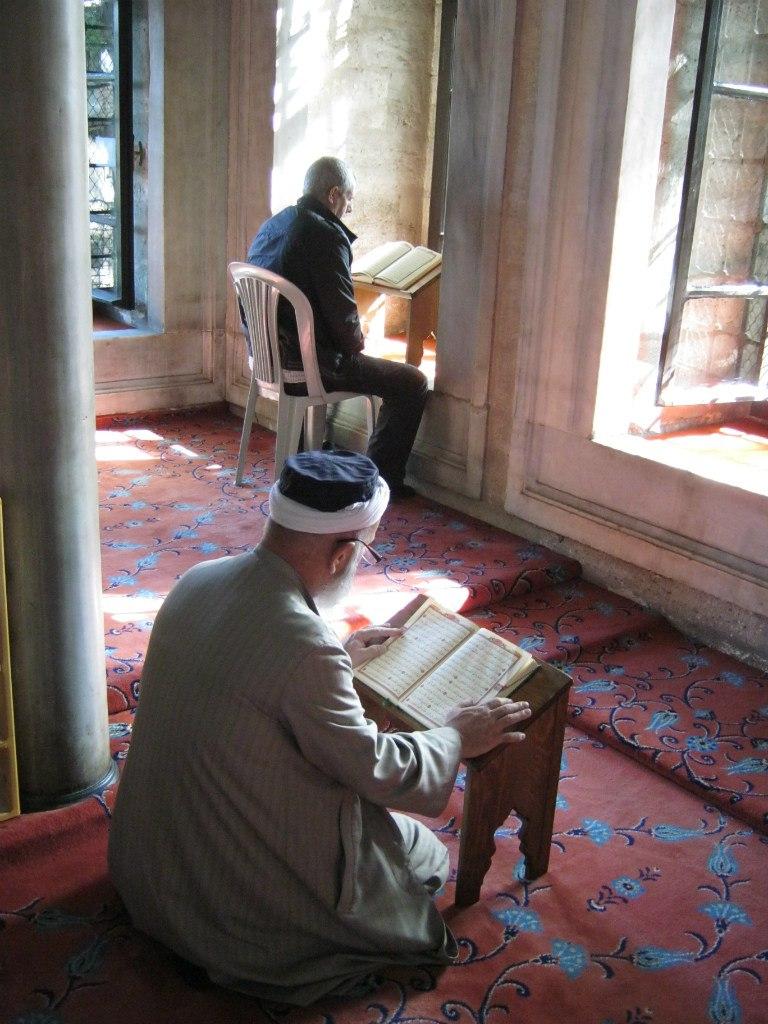 в мечетях Турции изучают священный Коран